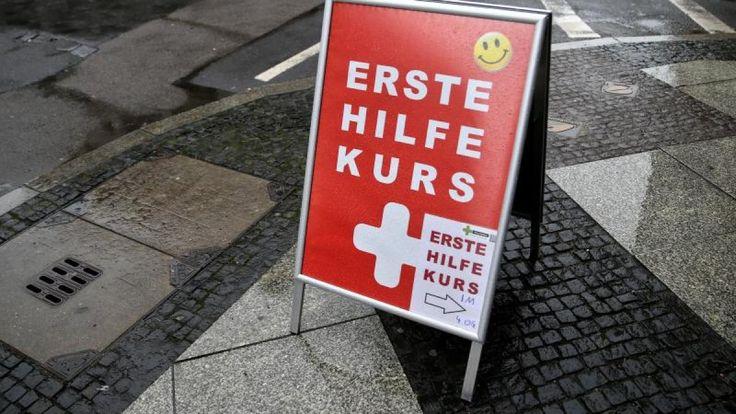 #Erste-Hilfe-Kurs auffrischen: Erste Hilfe im Video erklärt: So funktioniert ... - Augsburger Allgemeine: Augsburger Allgemeine…