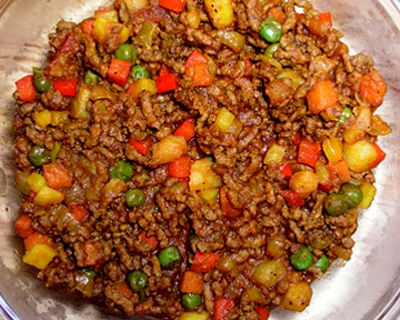 Giniling - Ground pork or beef cooked with garlic, onion, soy sauce, tomatoes, and potatoes and frequently with carrots, raisins, and bell peppers.