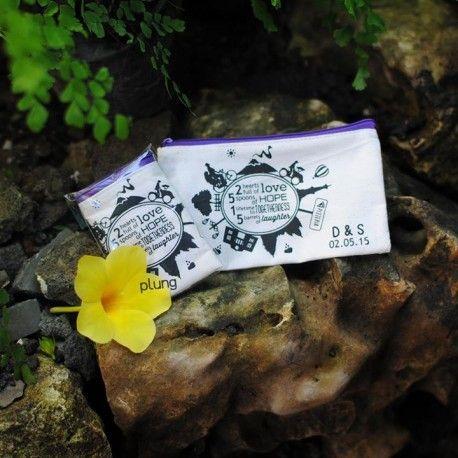 Souvenir Mini Pouch bahan blacu Yogyakarta berkualitas, murah, multi fungsi dan tahan lama. Cocok untuk souvenir pernikahan, ulang tahun, kado atau oleh-oleh untuk orang spesial,