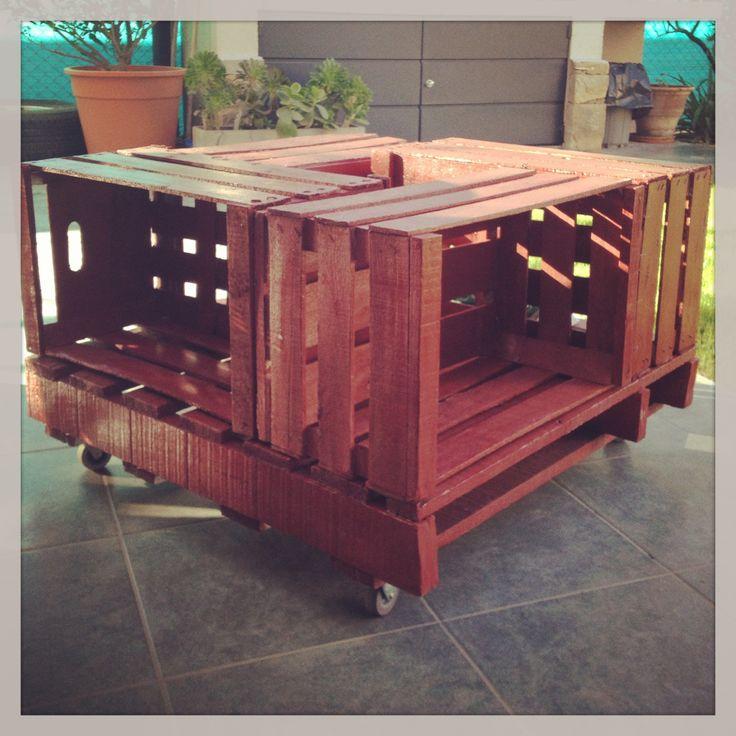 Mesa ratona hechas con cajones de verdura pallets for Mesas hechas con puertas antiguas