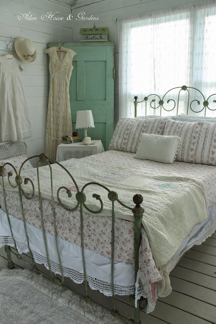 Aiken House & Gardens: The Boathouse has a vintage iron bed and an old-fashioned Shabby Chic softness.