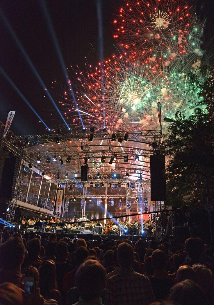 A Toulouse, le 14 Juillet se fête sur les allées Jean Jaurès, avec concert et feu d'artifice ! © K. Lhémon #visiteztoulouse #toulouse #nationalday #fireworks