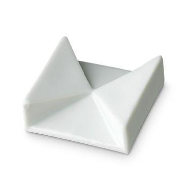 有田HOUEN/KM-A 箸置(2個組) 1050yen 凛とした存在感を放つ有田焼のプレート