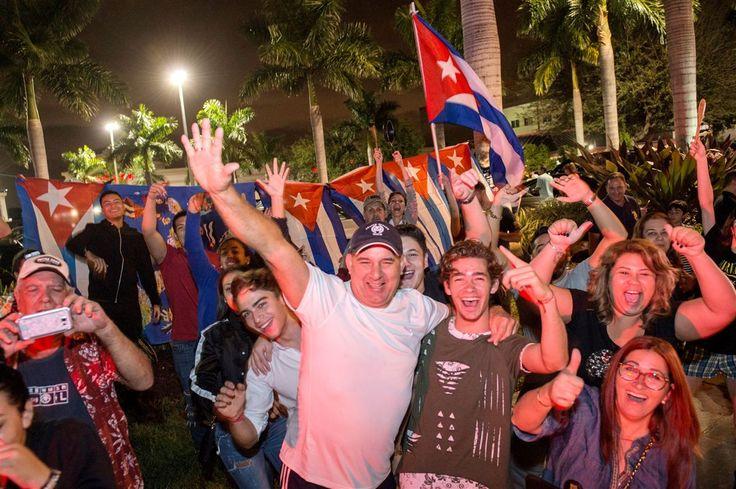 Ruas cheias de pessoas com panelas, cartazes e bandeiras às quatro da madrugada podiam significar o final de um campeonato mundial de futebol ou de um festival de música, mas não. Em Miami, a razão da festa é a morte de Fidel Castro.