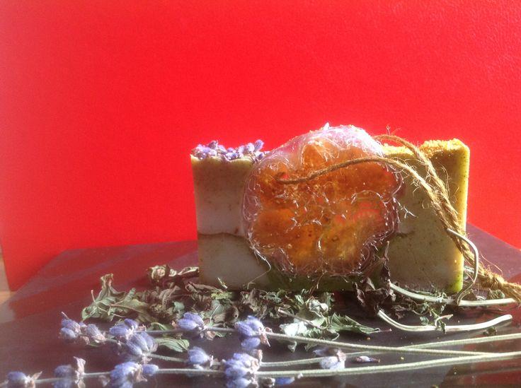 """Мыло ручной работы """"Люффа в травах"""" Состав мыла: - Мыльная основа (Израиль) - Мацерат апельсиновой кожуры на масле виноградных косточек, масло зародышей пшеницы, кокосовое масло.  - Зеленая глина, молотая мята, измельченная цедра апельсина.  - Эфирные масла: лаванды, розмарина, мяты перечной.  - Люффа - 100% натуральное растительное волокно семейства тыквенных. loofah soap"""