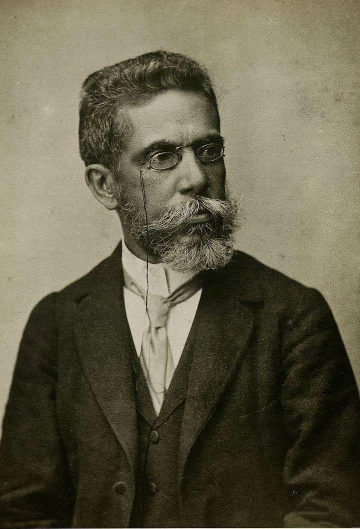 Machado de Assis (Joaquim Maria Machado de Assis), jornalista, contista, cronista, romancista, poeta e teatrólogo, nasceu no Rio de Janeiro, RJ, em 21 de junho de 1839, e faleceu também no Rio de Janeiro, em 29 de setembro de 1908. É o fundador da Cadeira nº. 23 da Academia Brasileira de Letras. Velho amigo e admirador de José de Alencar, que morrera cerca de vinte anos antes da fundação da ABL, era natural que Machado escolhesse o nome do autor de O Guarani para seu patrono.