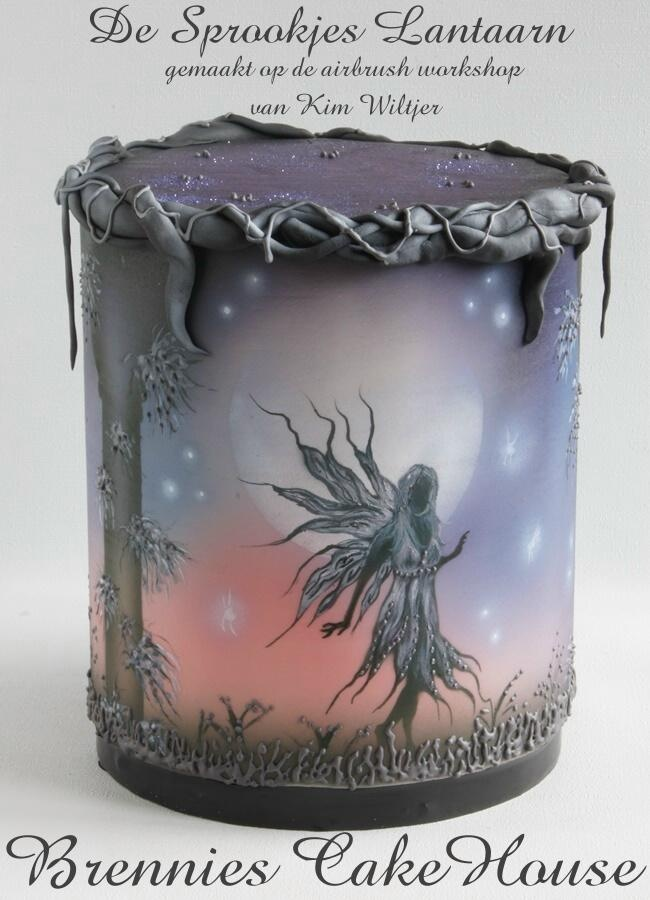 fairy lantern - made this cake on a workshop Airbrush yesterday. Just love it myself whahaha. it was fun to do so and Kim is a wonderfull teacher.