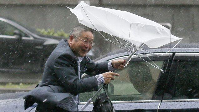 Potężny tajfun Phanfone uderzył w poniedziałek rano (czasu lokalnego) w środkową część Japonii. http://tvnmeteo.tvn24.pl/informacje-pogoda/swiat,27/phanfone-nie-odpuszcza-na-tokio-spadlo-az-300-lmkw,144856,1,0.html