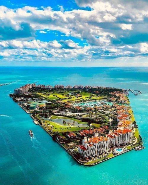 Fisher Island, Florida 🏖️ @southbeachhelicopters from MiamiFeelings.com