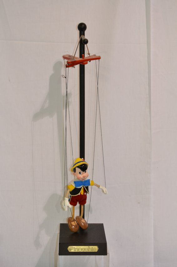 318: PINOCCHIO MARIONETTE BY BOB BAKER WITH STAND : Lot 318