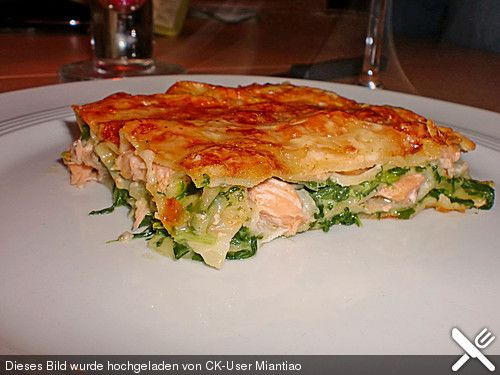 Lachs - Lasagne mit Spinat, ein leckeres Rezept aus der Kategorie Fisch. Bewertungen: 633. Durchschnitt: Ø 4,5.