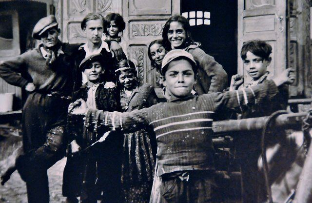 romani gypsies marrying as minors My town, montefrio, has a large gypsy community, and over the years the local   they also settled in turkey, then known as egypt minor, and it was either their   the innocence of their girls to be a sine qua non for marriage, and they make a.
