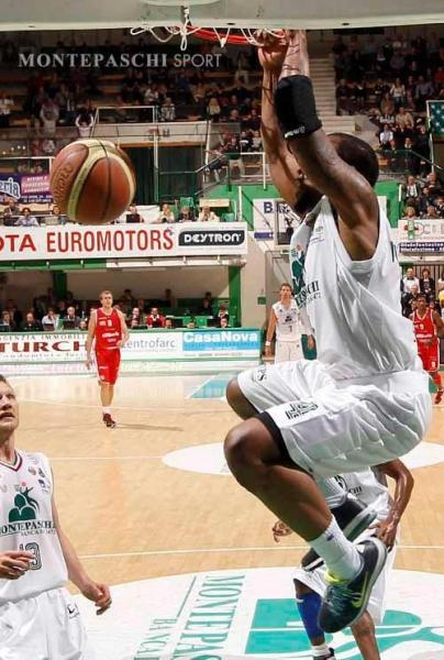 Bo McCalebb throws down a two handed dunk. Bo McCalebb was named the 2012 Italian League MVP.