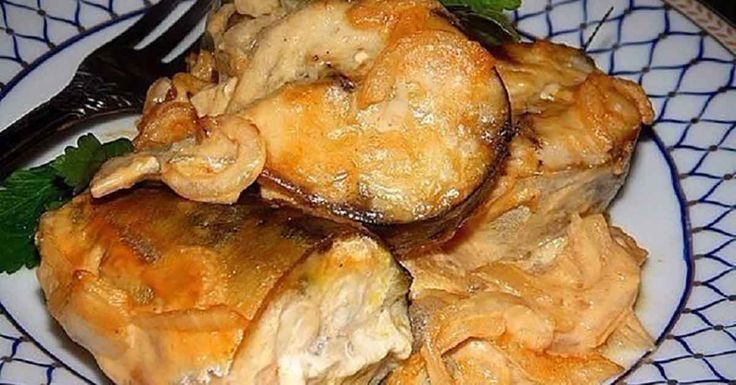 Echipa Bucătarul.tv v-a pregătit astăzi o rețetă excepțională de macrou la cuptor în sos de muștar. Peștele arată foarte apetisant, este delicios și ușor de preparat. Rețeta va fi pe placul iubitorilor de macrou, fiindcă peștele preparat după această rețetă este foarte suculent și are un gust grozav. Serviți macroul cu garnitura preferată și savurați-l …
