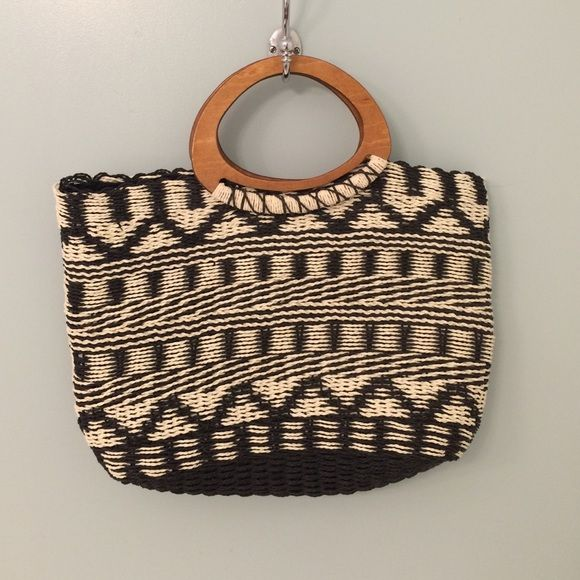 patterned woven purse❤️ patterned woven purse❤️ has wooden handles❤️ Bags