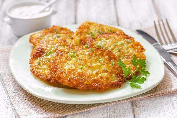 Кулинария: Драники с ветчиной, сыром и зеленью