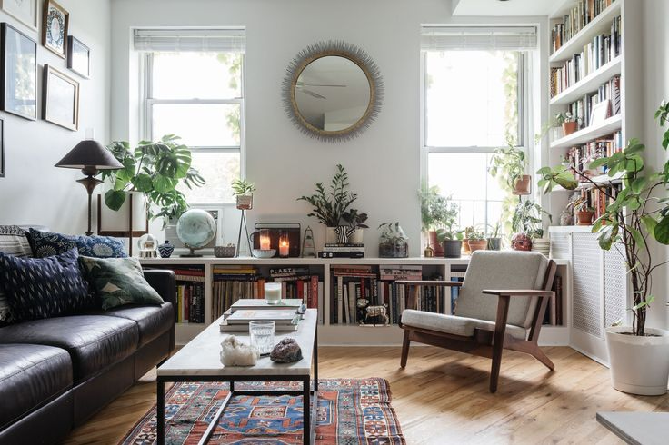 After a couple had some minor renovations in their Brooklyn apartment, they called in Homepolish's Ariel Farmer to complete the finishing touches from small pieces of furniture to a large wall gallery.