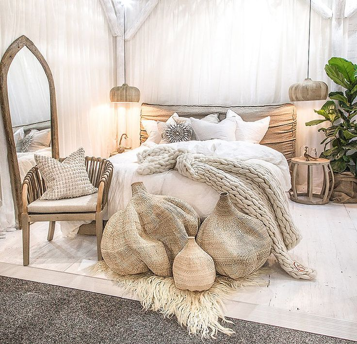 25 best ideas about upholstered beds on pinterest for Acheter une chambre a coucher complete