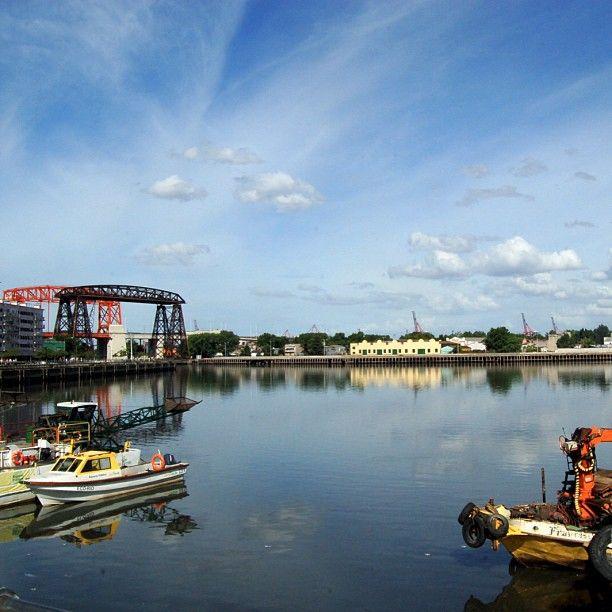 """Buenos Aires, Argentina. Antigüo puerto en el barrio de la Boca. Este puerto está en la entrada a """"Caminito"""" un sitio turístico muy interesante."""