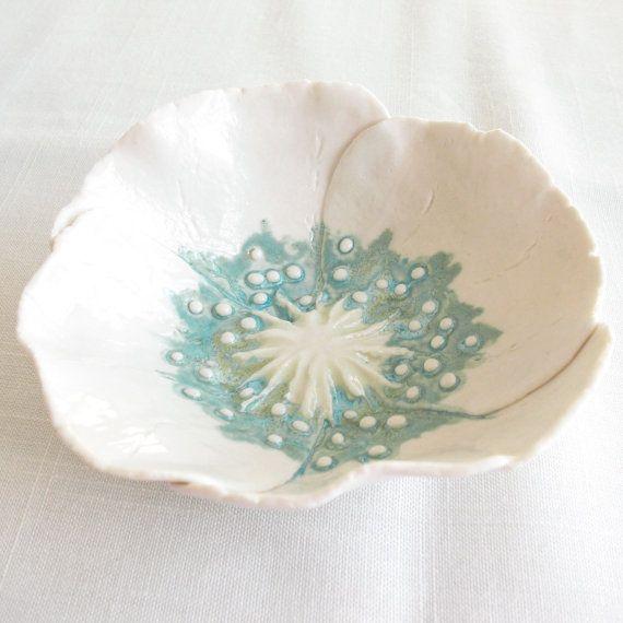 Weiße Porzellan Mohn Schüssel Aqua Kalk Keramik Freihandform Blütenblätter Schmuck servieren Teller Geschenk für Sie