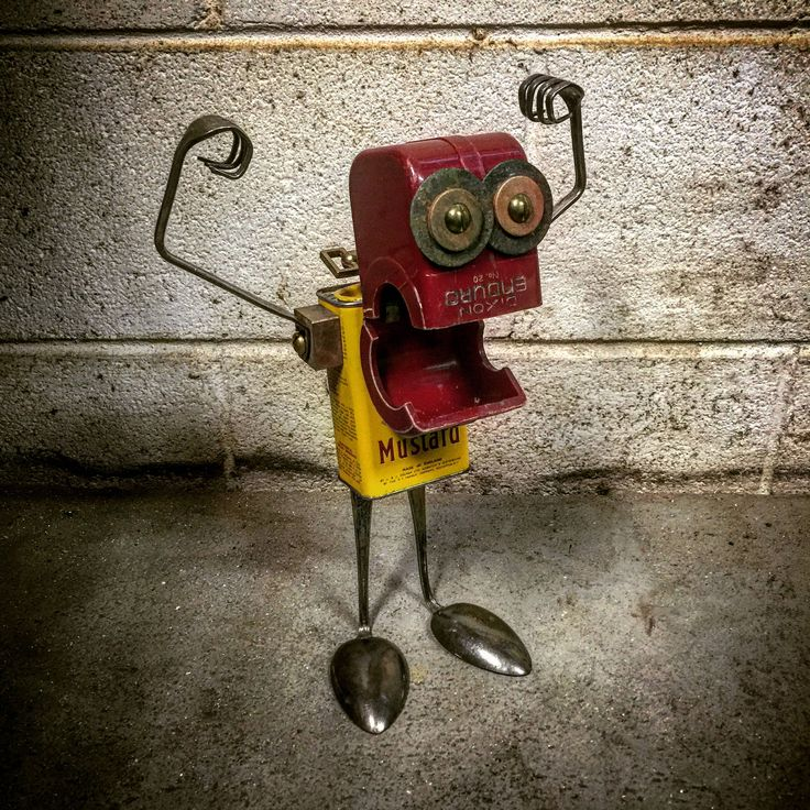 https://flic.kr/p/FzVDLF | Found object robot sculpture assemblage by Brian Marshall