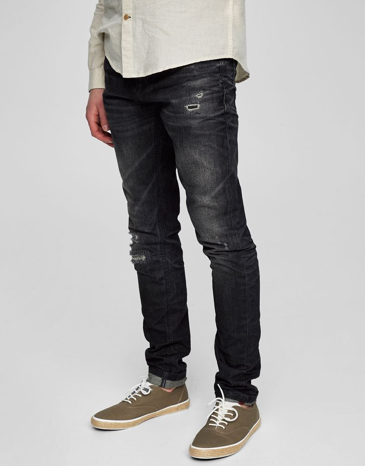 Pull&Bear - homem - vestuário - jeans - calças de ganga lavadas slim fit com cortes - cimento - 05684547-V2017