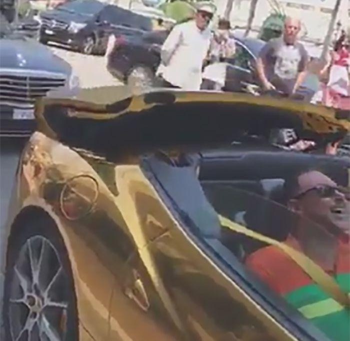 ] CIUDAD DE MÓNACO, Mco. * 27 de julio de 2017. The Huffington Post Un video que circula en redes sociales, en donde se ve a dos hombres y una mujer subirse a un Ferrari color dorado, ha causada polémica porque presumiblemente el conductor es el hijo del senador del PRI, Carlos Romero...