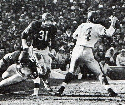 1963 NFL Championship Game. Giants at Bears.  #14 is Y.A. Title, great Giants, and formerly 49ers QB.