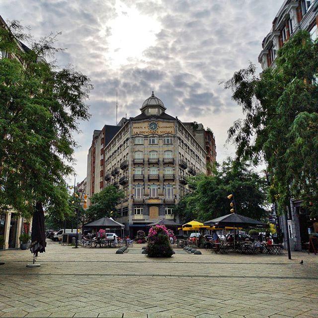 Square De L Aviation Une De Ces Pépites Un Peu Ignorées De Bruxelles Avec Dans Le Fond Le Superbe Immeuble De La Prévoyance Social Street View Scenes Instagram