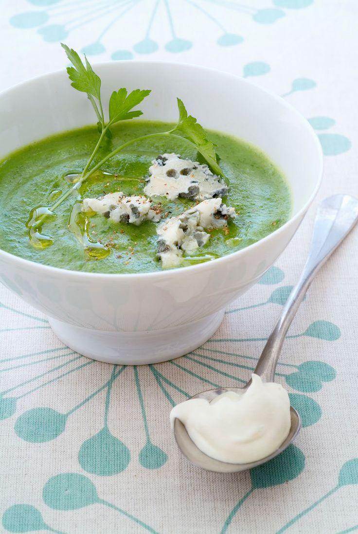 Cremige Brokkoli-Spinat-Suppe mit Käse | http://eatsmarter.de/rezepte/cremige-brokkoli-spinat-suppe-mit-kaese