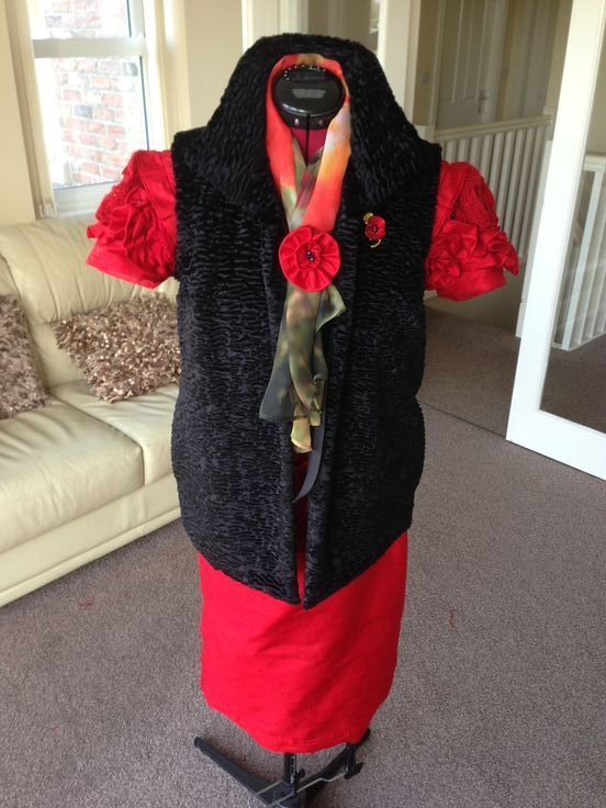 Final Castle Musuem WW1 Outfit!   Scarf fastened with a handmade silk poppy broach.
