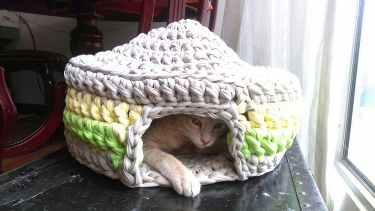 Casa para gatos en trapillo