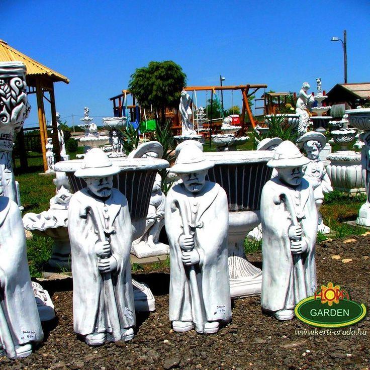 Különleges műkőből készült kerti szobrok óriás választéka a juhászbojtártól a kis kutyáig nálunk mindent megtalálsz.