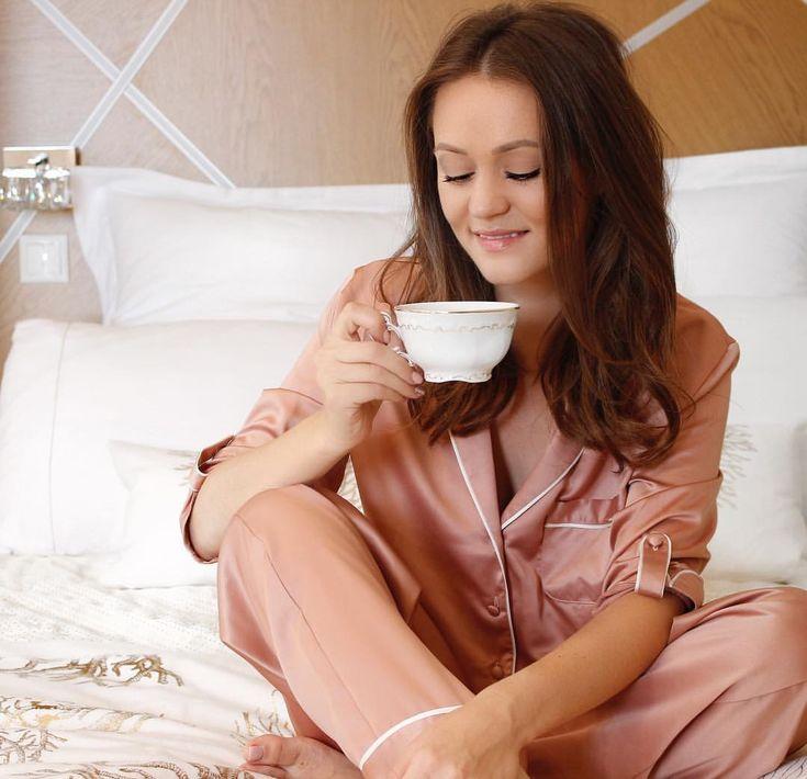 . Csodás reggelt! ✨Én már javában kortyolgatom a már gyakorlatilag reggeli rutinommá vált gyógyteámat az ágyra kuporodva és közben még…