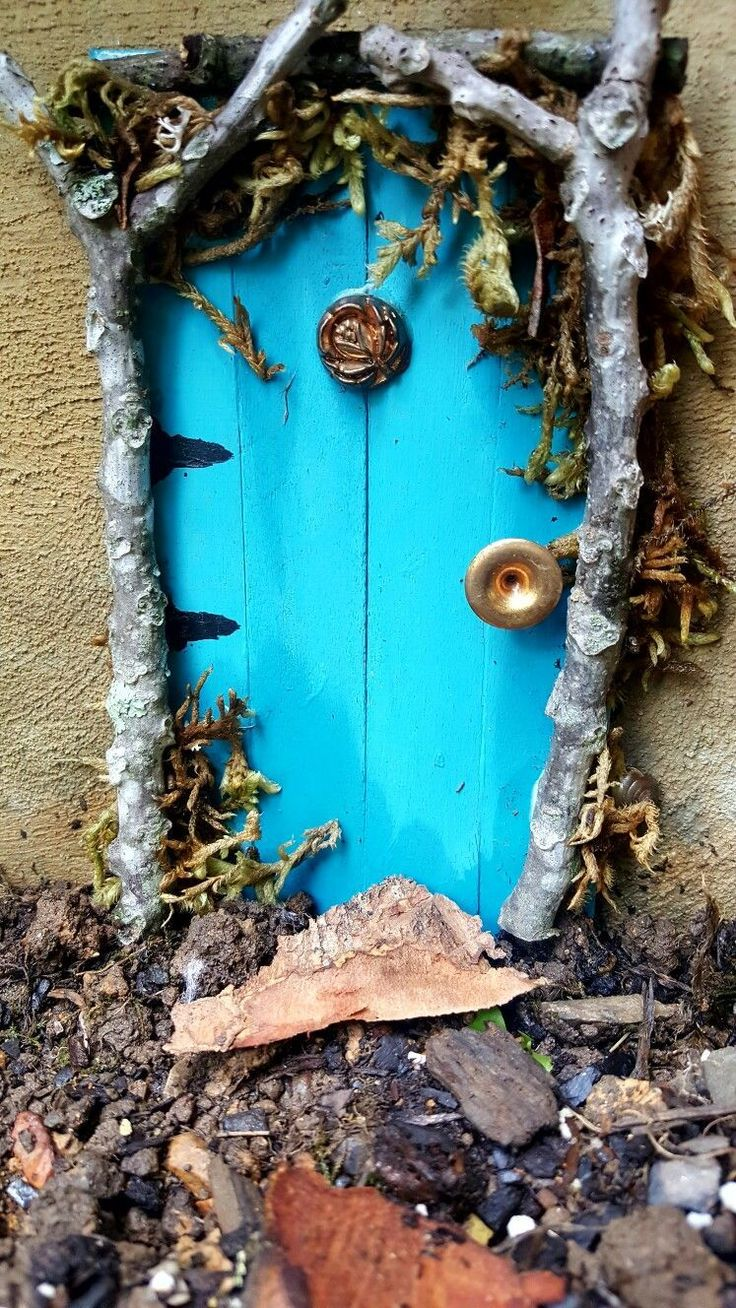 Fairy Garden door. Made from popsicle sticks, wood, store bought moss, and old… #fairiesgarden