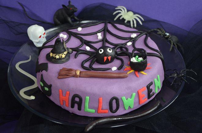 Halloween cake : un gâteau avec un motif caché http://turbigo-gourmandises.fr/gateau-dhalloween-chocolat-yaourt-aux-globules-de-zombies/