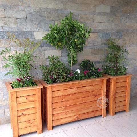 Mejores 8 im genes de maceteros de madera en pinterest macetero de madera macetas y plantas - Jardineras de madera caseras ...