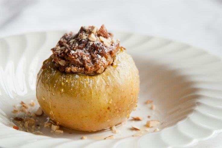 Blogimme kokin ehdotuksesta ajattelimme tällä kertaa valmistaa sesonkiin mainiosti sopivaa uuniomenaa. Kuvaajamme ei tunnusta koskaan uuniomenaa suostuneensa maistamaan, mutta näin vanhemmiten sitä kuitenkin on avoimempi kaikenlaisille mauille. Lue lisää >>