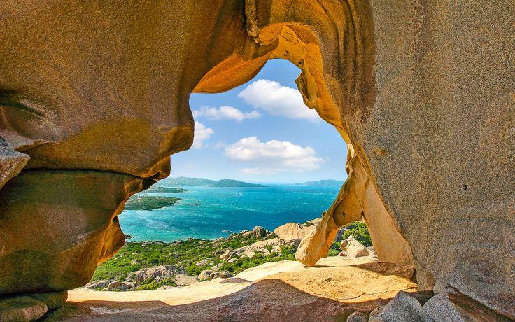 Der berühmte Bärenfelsen beim Hafen von Palau, Sardinien                                                                                                                                                     Mehr