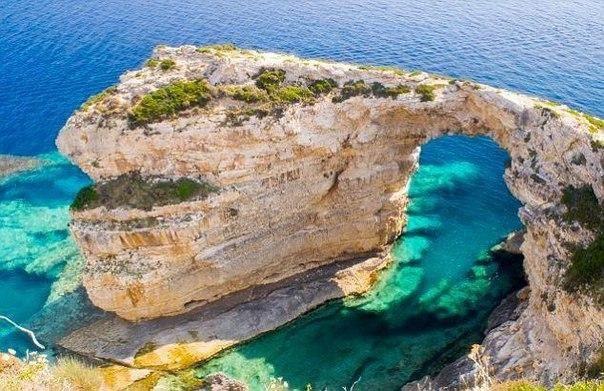 Арка на острове Корфу, Греция  #travel #travelgidclub #путешествия #Греция #остров #Корфу
