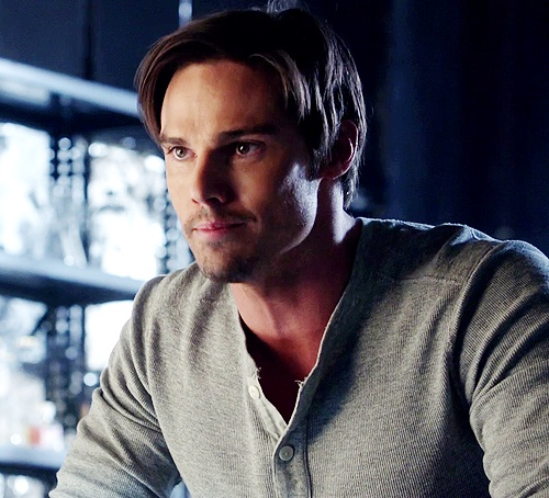 Jay Ryan is Vincent Keller in #batb Beauty and the Beast via jayryanarmy.tumblr.com