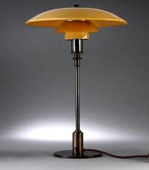 http://www.lauritz.com/da/auktion/poul-henningsen-3-2-bordlampe-med-gulmalet-matglas-stempl/i4646488/