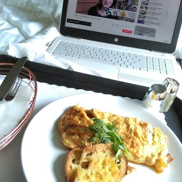 I'm a lucky girl. Thank you @ar_hobbs. :- Today is a work day but first #breakfastinbed & some video. This has been a great holiday break for me after the #ipedconf17 conference. I'm still posting summaries of the sessions on the blog so go check them out.  #purrs