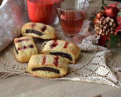 Biscotti all'amarena e cacao,preparati con avanzi di pan di spagna,savoiardi e pandoro,facili,veloci e deliziosi