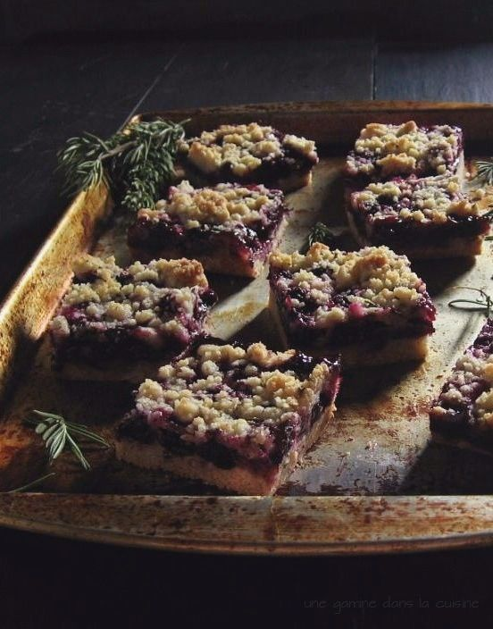 Blueberry Crumb Bars with Rosemary Crust | une gamine dans la cuisine