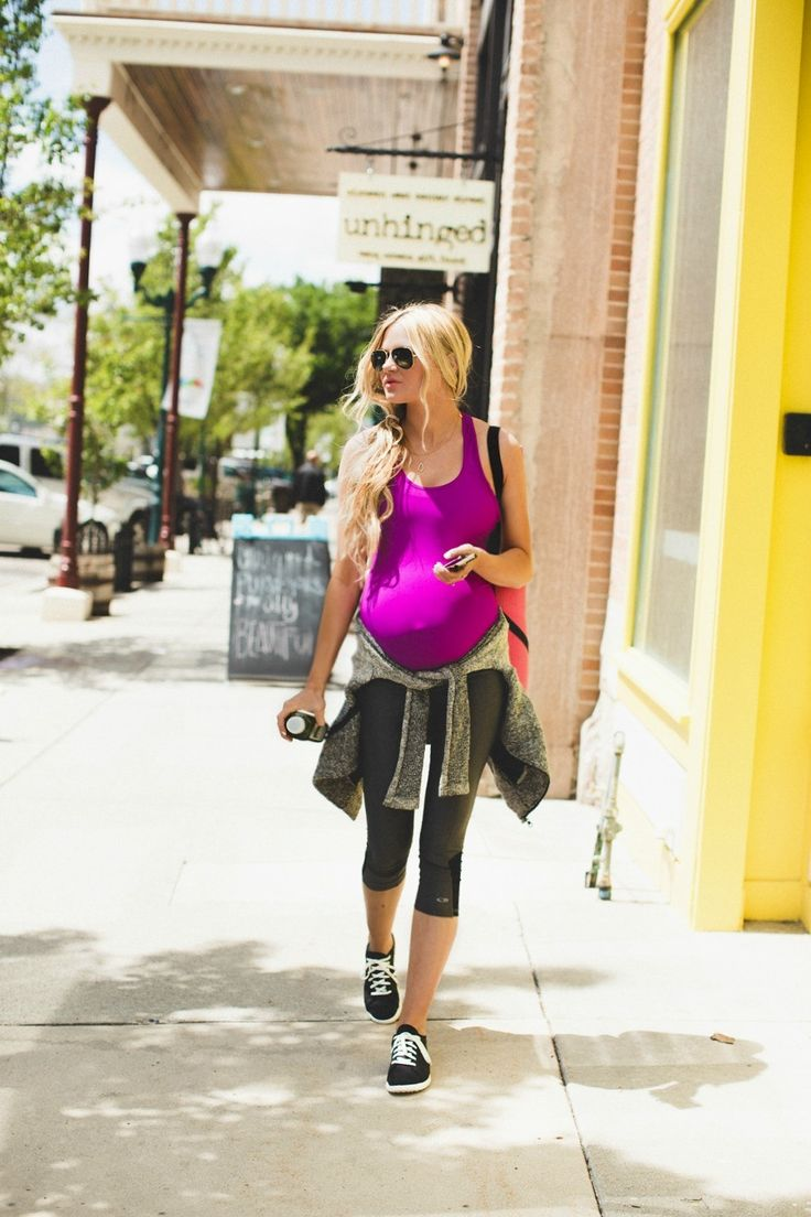 cute maternity workout outfit by Barefoot Blonde