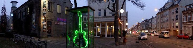 Eva Maria Licht, The Emerald, 1998, Kunst im öffentlichen Raum: Buntentorsteinweg #Bremen http://www.liegeplatz-bremen.de/gruene-gitarre-kunst-als-wegweiser/
