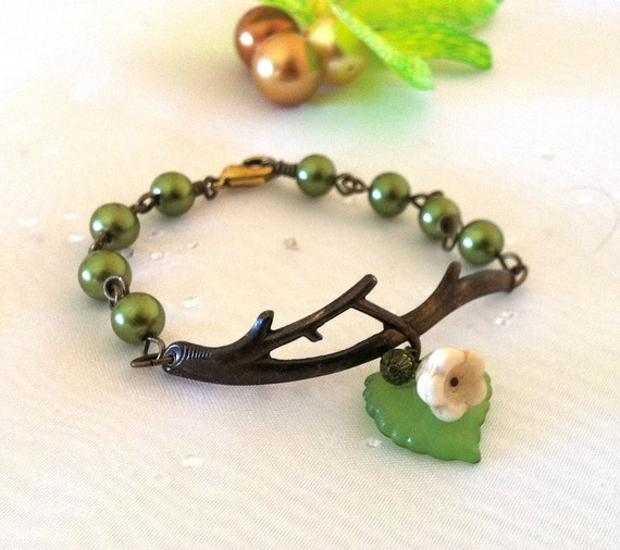 A sweet and delicate bracelet.This adorable bracelet features a vintage brass branch - inspired by nature !