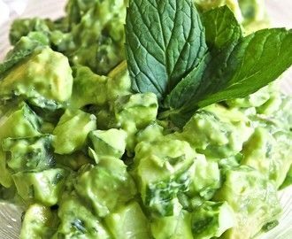 Avokado- og agurksalat