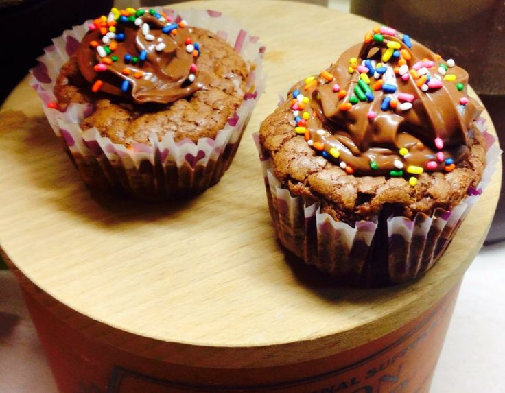cupcakes with nuttela frosting...